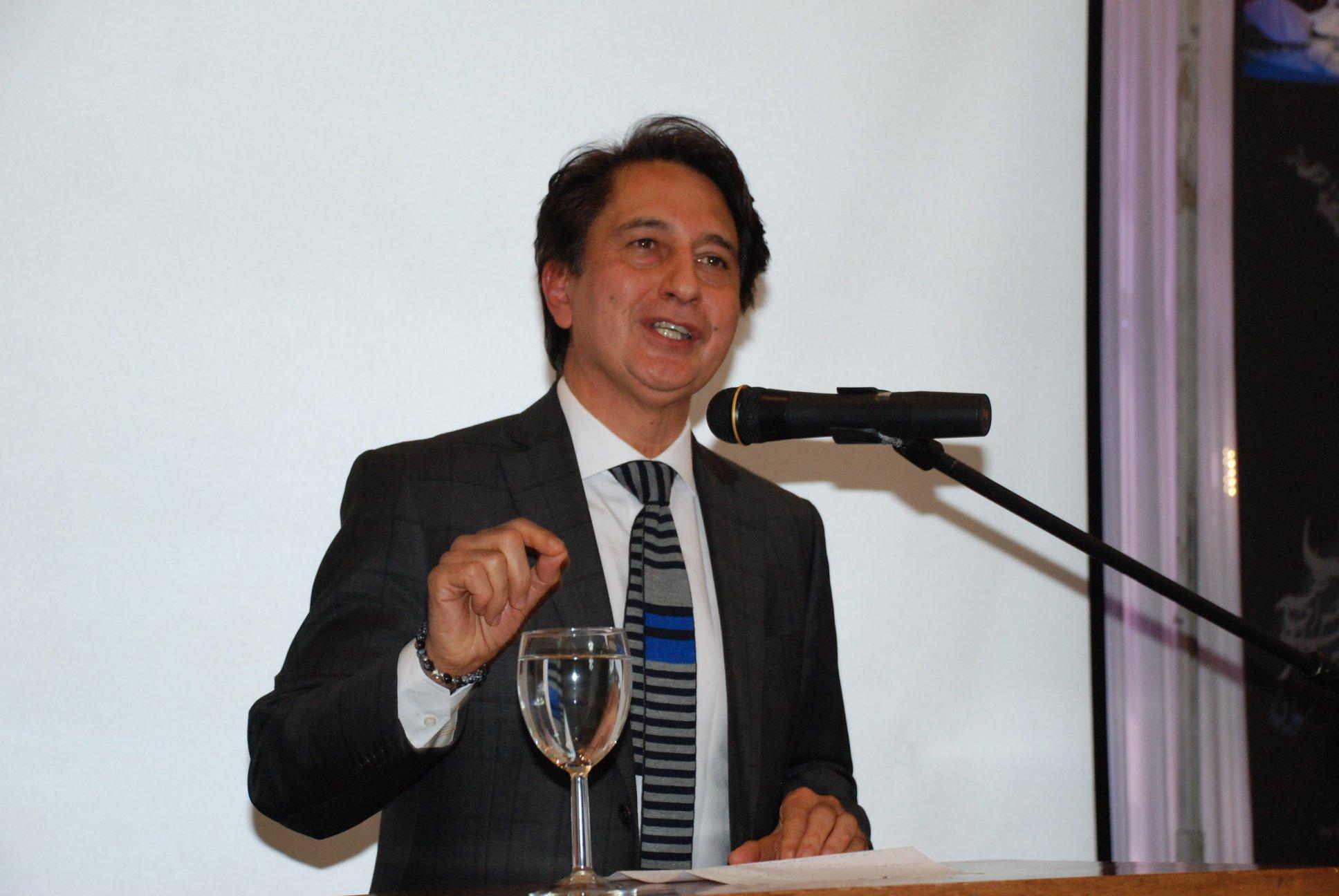 Photo of سفیر افغانستان در بریتانیا: حکومت افغانستان برای مصالحه با طالبان برنامه جامع و فراگیر دارد.