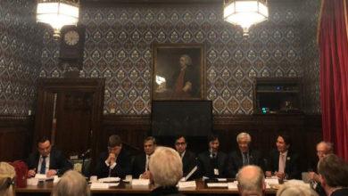 تصویر سفیر افغانستان در بریتانیا:پیشرفت ها و دستآوردهای که در عرصه اتصال هر چه بهتر افغانستان با کشورهای همسایه، منطقه و جهان بمیان آمده است، مهم اند