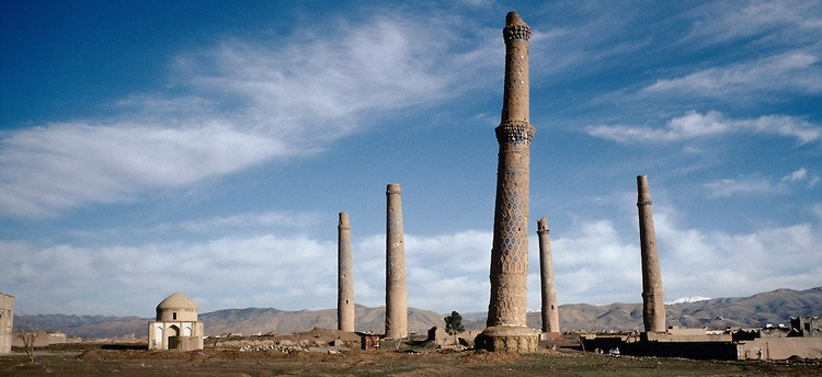 In 1996 the five Menar e Herat in west of Afghanistan.  On the left, the Mausoleum of the queen Gawhar-Shad, dead in 1457 and of the poet Giami, dead in 1492.