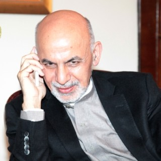 President Ghani Talks on the Phone with Pakistan Prime Minister
