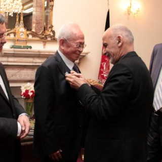 President Ghani Awards Sayed Jamaluddin Afghan Medal to Chinese Professor